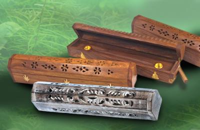Holzbox mit Vorratsbehälter