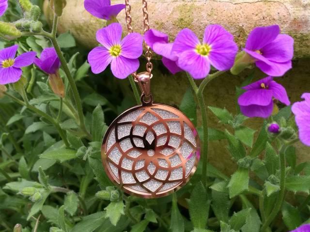 Lotus-Mandala diamantiert Halskette